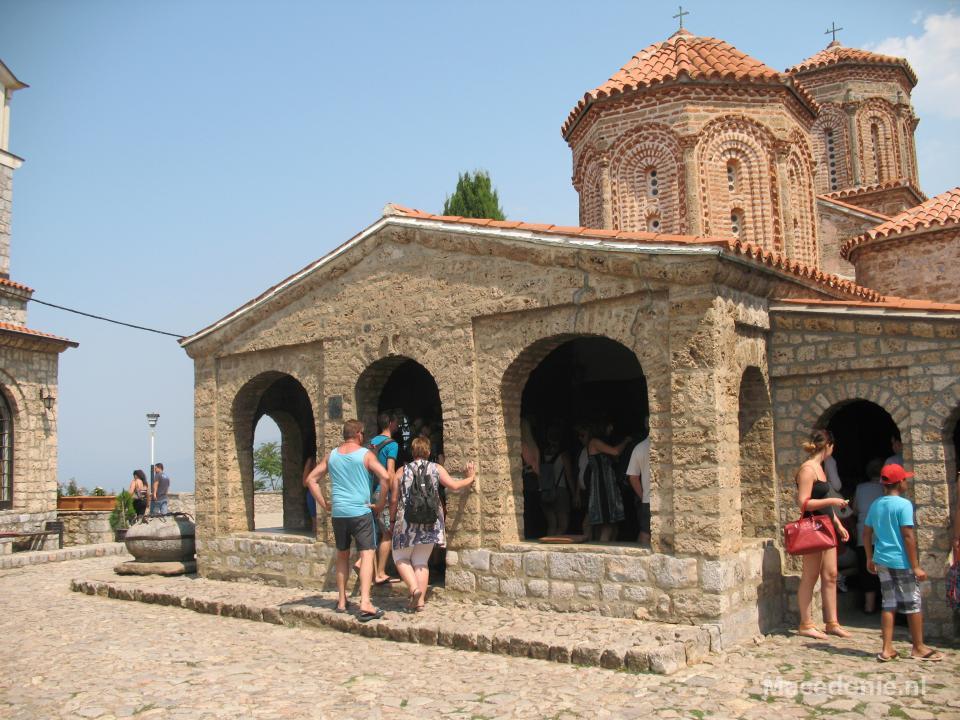 Drukbezocht kerkje Ohrid