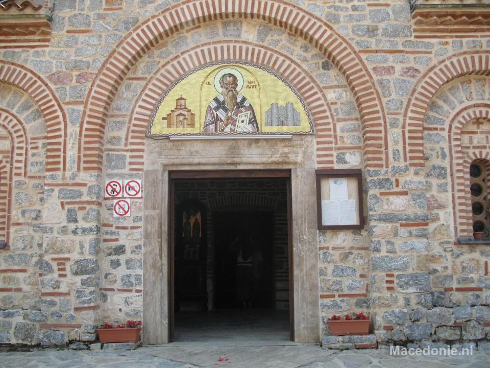 Gedetailleerd mozaiek boven deur
