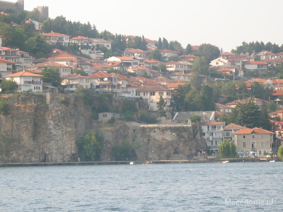 Heuvelrug met huisjes Ohrid