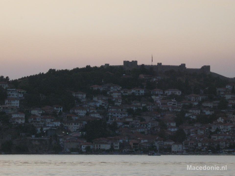 Huisjes tegen de bergheuvel